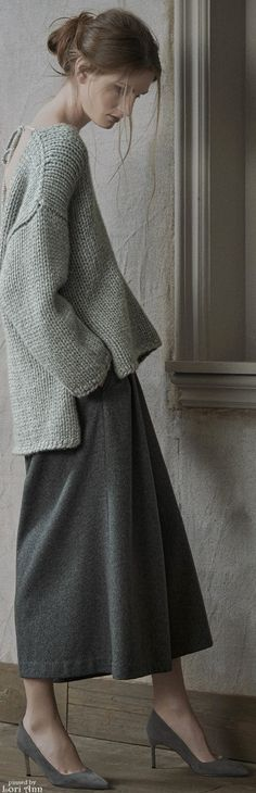 Co Ready-to-Wear Fall 2015 (pinning for the cute boxy sweater matched with a loose skirt. Knit Fashion, Grey Fashion, Look Fashion, Fashion Models, Fashion Show, Womens Fashion, Autumn Fashion, Casual Work Outfits, Work Casual