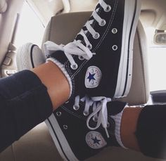 How to wear converse with socks all star 51 ideas Outfits With Converse, Converse Style, Converse All Star, Converse Tumblr, Converse Classic, Converse Shoes High Top, Sporty Outfits, Sock Shoes, Cute Shoes