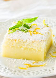 You& never believe how good this Lemon Magic Cake is! It& a simple lemon cake recipe made with one batter that separates into three different layers while baking. This separation process is what makes it magic cake. Lemon Desserts, Lemon Recipes, Just Desserts, Sweet Recipes, Baking Recipes, Delicious Desserts, Yummy Food, Delicious Chocolate, Fall Recipes