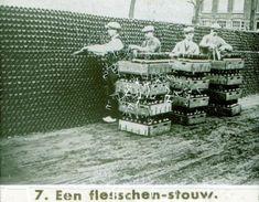 Eén van de plaatjes van een dia-voorstelling van de Phoenix Brouwerij. Hier wordt het hele proces van akker tot consument beschreven.1931