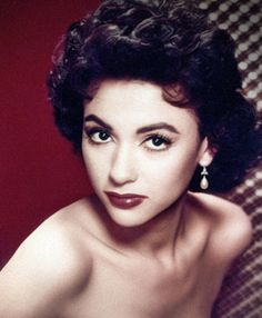 Rita Moreno the beautiful Puerto Rican bombshell from West Side Story. Rita Moreno, Old Hollywood Glamour, Vintage Glamour, Hollywood Stars, Classic Hollywood, Hollywood Jewelry, Divas, West Side Story, Puerto Rican Actresses