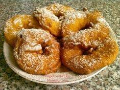 Bundás alma recept, könnyen elkészíthető almás sütemény fahéjas porcukorral. Onion Rings, Doughnut, Ethnic Recipes, Desserts, Food, Tailgate Desserts, Deserts, Essen, Postres