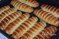Pariziene cu mere - LaLena.ro Romanian Food, Romanian Recipes, Bread And Pastries, Dessert Recipes, Desserts, Hot Dog Buns, Gem, Sweet Treats, Food And Drink