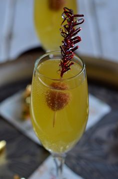 Mango Fizzy Cocktail - An easy tropical cocktail to serve in champagne flutes for New Years party or other entertaining (3)