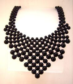 Maxi colar entrelaçado de pérolas pretas
