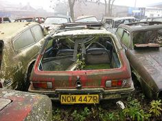 abandoned-cars-reliant-scimitar-graveyard-uk-5