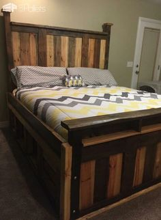 How to build your own headboard design this pinterest for Pallet king bed frame