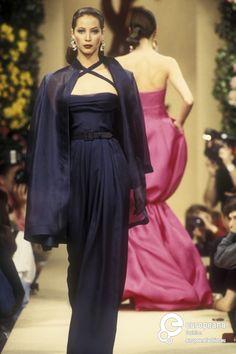 Christy Turlington walks for Yves Saint Laurent 1993 Spring-Summer Haute Couture Collection