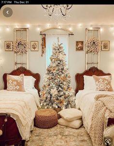 Christmas Bedroom, Christmas Home, Christmas Countdown, Christmas Ideas, Master Bedroom, Bedroom Decor, Elegant Christmas, Modern Colors, Christmas Decorations