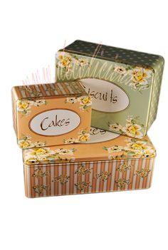 Setul contine 3 cutii metalice pentru depozitare a alimentelor si nu numai. Imprimeu floral. http://decolicious.ro/suporturi-depozitare/39-set-3-cutii-cakes.html