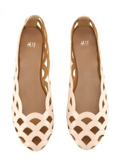 27b621c0fe8c Scalloped H + M Flats.I want these and that s saying a lot since they are  flats and not heels.