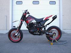 Stunt Bike, Yamaha Bikes, Cafe Racer Bikes, Dual Sport, Racing Motorcycles, Dirtbikes, Bike Art, Street Bikes, Car Painting