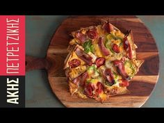 Pizza express by the Greek chef Akis Petretzikis! A super quick and easy recipe for a luscious pizza with ham, cheese, bacon, and a crust of sandwich bread! Cooking Time, Cooking Recipes, Pizza Express, Recipe For Success, Pizza Hut, Greek Recipes, Tasty Dishes, Quick Easy Meals, Street Food