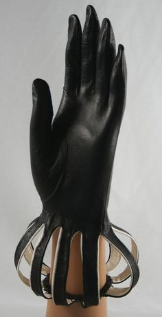 Love the effect on these vintage gloves