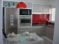 Cores na decoração: cozinha vermelha - Casinha Arrumada Kitchen Dining, Kitchen Decor, Kitchen Cabinets, Kitchen Appliances, Nice Kitchen, Cuisines Design, Small Apartments, Small Spaces, Kitchen Interior