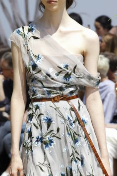Not Ordinary Fashion is art — Christian Dior Haute Couture F/W Dior Haute Couture, Christian Dior Couture, Couture Mode, Style Couture, Couture Details, Fashion Week, Fashion 2017, Runway Fashion, High Fashion