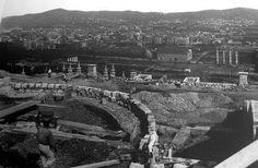 Construcción plaza España.  BARCELONA AÑOS 50-60. Barcelona, Plaza, Paris Skyline, Transportation, Architecture, Travel, Memories, Image, 1950s