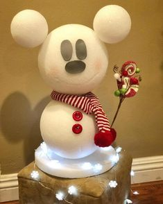 Mickey Mouse made of styrofoam balls ohne (without instructions) ・ ☆ ・ 𝔤𝔢𝔣𝔲𝔫𝔡𝔢𝔫 𝔞𝔲𝔣 ・ ☆ ・ 𝔇𝔬-𝔦𝔱-𝔶𝔬𝔲 . - Mickey Mouse made of styrofoam balls ohne (without instructions) ・ ☆ ・ 𝔤𝔢𝔣𝔲 . Disney Christmas Crafts, Disney Christmas Decorations, Disney Diy Crafts, Mickey Christmas, Disney Home Decor, Xmas Crafts, Christmas Diy, Diy Mickey Decorations, Disney At Home