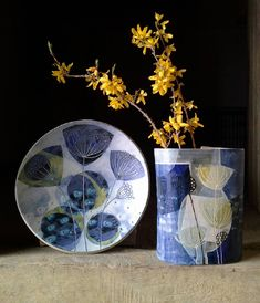 And here's another before the day is out. Vase and platter in blue. I'm rather pleased with today's photo shoot, you? #vase #ceramics #pottery #pots #decor #blue #springflowers #equinox #newwork