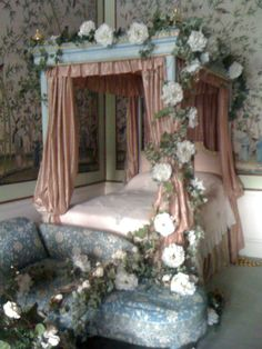 fairy tale bedroom | December « 2011 « Visual Merchandising Courses Blog