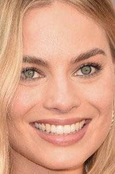 Close-up of Margot Robbie at the 2016 Oscars. Atriz Margot Robbie, Margot Robbie Hot, Actress Margot Robbie, Margo Robbie, Margot Robbie Harley, Celebrity Teeth, Celebrity Beauty, Beautiful Redhead, Beautiful Celebrities