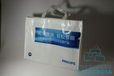 Bolsas de rafia con logotipo.