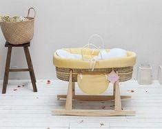 """Die Babywiege aus Holz """"Lulu"""" von Nanna Ditzel neu hergestellt Die ..."""