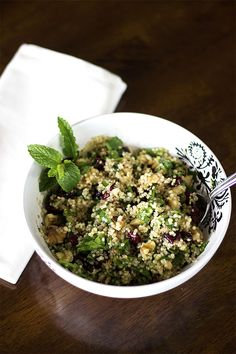 Quinoa Cranberry Mint Salad - this salad is #sugarfree #glutenfree #vegan and completely healthy! From www.naturalsweetrecipes.com
