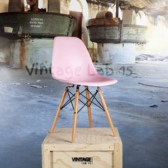 Eames stoelen : DSW style stoel licht roze - Vintagelab15.com