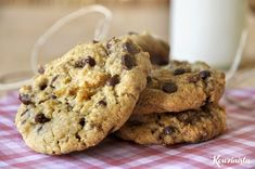 Cookies με ταχίνι, βρώμη και σοκολάτα / Chocolate chip tahini cookies Chocolate Chip Cookies Ingredients, Butter Chocolate Chip Cookies, Healthy Sweets, Healthy Snacks, Healthy Recipes, Tahini, Cake Bars, Food Crafts, Baked Goods