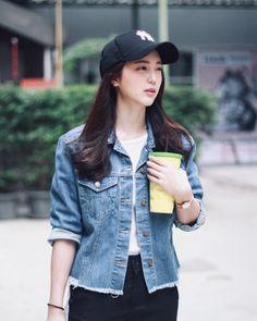 Kpop Fashion Outfits, Girl Fashion, Casual Outfits, Fashion 2020, Korean Fashion Trends, Korean Street Fashion, Denim Jacket Outfit Winter, Asian Model Girl, Ulzzang Korean Girl