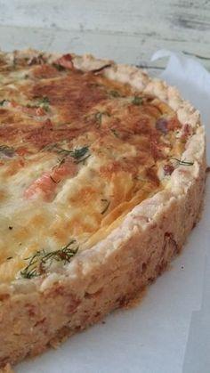 Savulohipiirakka pohja: 200 g vehnäjauhoja 150 g voita 150 g juustoraastetta Sekoita pehmeään voihin vehnäjauhot ...