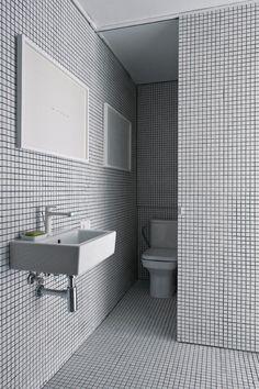 The White Retreat, Sitges, Spain - CaSA - Colombo and Serboli Architecture Bathroom Wall, Bathroom Interior, Master Bathroom, Home Interior Design, Interior Architecture, Boundary Walls, Wash Hand Basin, White Doors, Space Furniture
