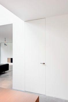 Minimalist Home Interior, Modern Interior Design, Hidden Doors In Walls, Home Room Design, House Design, Invisible Doors, Door Dividers, Flush Doors, Interior Minimalista