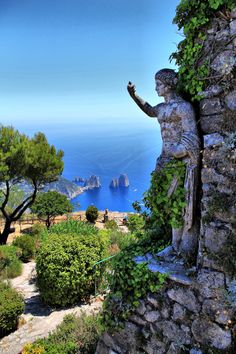 The Ancient Romans especially loved this part of Capri and built any number of panoramic residences in the area.