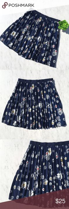 "Jason Wu Pleated Skirt Size 8 Navy Blue Floral EUC This is a Jason Wu for Target Pleated Skirt • Size: 8 • Color: Navy Blue / White • Excellent used condition • Pleated all over • Floral Print • Fully lined • Full Skirt • Hidden side zipper closure • Made of 100% Polyester (Shell and Lining) • Machine wash • Made in China • RN# 17730 • Approx measurements: Waist: 30"". Hip: 42"". Length: 20 1/2"" • Jason Wu Skirts A-Line or Full"