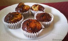 Proteínové muffiny: 8 PL proteínu 1 PL olivového oleja 1 vajce 250g tvarohu 1,5 PL medu Za dve hrste arašidov Za hrsť zrnkovej kávy 1 PL sezamu Čokoláda 90% – jeden plátok  Postup: Rúru vyhrejeme na 150 -200 stupňov. Najskôr spolu rozmiešame prvých päť suroviny. Keď sú poriadne rozmiešané pridáme arašidy, kávu, sezam anastrúhame/ […]