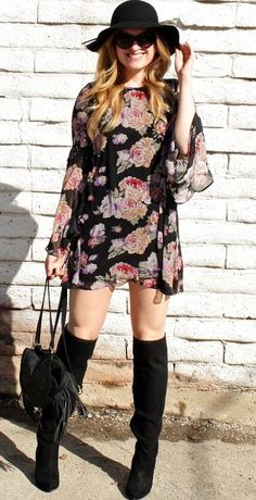 35 Casual Floral Dress Outfit Ideas That You'll Love Winter Date Night Outfits, Winter Dress Outfits, Cold Weather Outfits, Boho Fashion Over 40, Retro Fashion, Winter Clothes Online, Floral Dress Outfits, Casual Dresses, Backless Evening Gowns