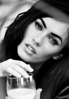 Megan Fox.... give me your eyebrows right NOW !!!