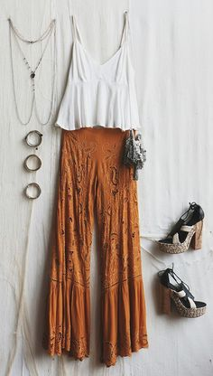 What to Pack: Honeymoon Essentials Boho Chic Bohemian Boho Stil Hippie Hippie Chic Bohème Vibe Zigeuner Mode Indie Folk Outfit╰ ☆ ╰ Mode Indie, Mode Boho, Boho Outfits, Fashion Outfits, Hippie Chic Outfits, Gypsy Style Outfits, Fashion Clothes, Boho Chic Outfits Summer, Fashion Shorts