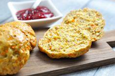 Eftermiddagsboller med gulerødder og solsikkekerner  Mabenos eftermiddagsboller er hurtige at lave og smager fantastisk med smør og syltetøj. Hos Mabeno får du også altid lækre madplaner til hele familien.