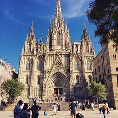 La Catedral es la iglesia más importante de #Barcelona, y fue la única que no fue incendiada por los anarquistas durante la Guerra Civil. http://www.viajarabarcelona.org/lugares-para-visitar-en-barcelona/la-catedral/ #Catalunya