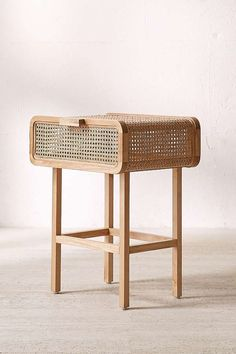 Marvelous Antique and Vintage Wicker Rattan Side Table Design and Ideas Cane Furniture, Rattan Furniture, Furniture Design, Chair Design, Bedside Table Design, Furniture Market, Furniture Upholstery, Farmhouse Furniture, Plywood Furniture