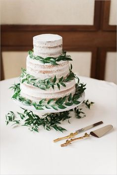 nearly naked wedding cake #weddingcake /weddingchicks/