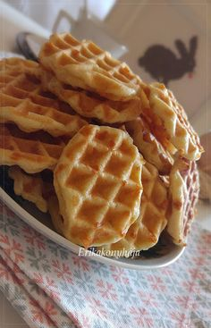 SAJTOS TALLÉR GOFRISÜTŐBEN ~ LAKTÓZMENTESEN Waffle Cake, Dessert, Fodmap, Cake Cookies, Feel Good, Waffles, Muffin, Favorite Recipes, Sweets