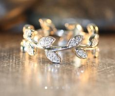 Really like this idea of diamond leaves in the wedding band