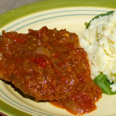 2 pounds of steak (round, sirloin, cube, minute) 1 cup flour 1 tsp… Meat Recipes, Crockpot Recipes, Cooking Recipes, Cooking Tools, Recipes For Cube Steak, Pizza Recipes, Yummy Recipes, Dinner Recipes, Snacks