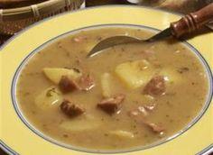 Ingredience: špekáček 6 kusů, cibule 1 kus (větší), tuk 30 gramů, brambory 6 kusů (střední), majoránka, pepř mletý, kmín 1/2 lžičky (drcený), koření gulášové 2 lžičky, paprika sladká 2 lžičky, masox 1 kostka, sůl, mouka pšeničná hladká 50 gramů, voda 2 litry.