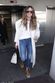 48B5B57000000578-5326763-Smiling_star_Heidi_Klum_grinned_as_she_jetted_into_LAX_on_Monday-a-140_1517261966163.jpg 634×951 pixeles