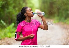 stock-photo-african-american-woman-jogger-drinking-water-fitness-people-and-healthy-lifestyle-377217400.jpg (450×320)